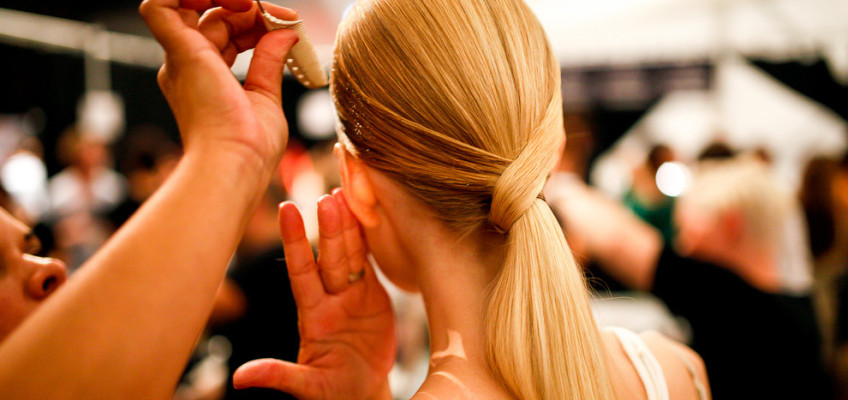 Teploty venku nebezpečně stoupají, dopřejte vlasům intenzivní kúru!