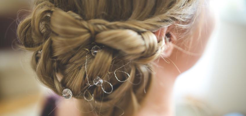 Barvy na vlasy: Jak je udržet co nejzářivější?