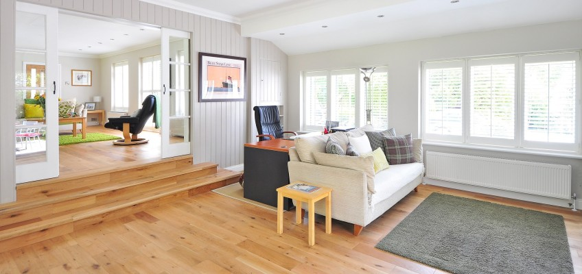 Máte vysoké nároky na praktičnost a design podlahy? Vinyl je správnou volbou