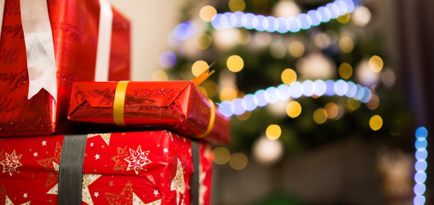 Balení dárků jako nudná předvánoční rutina? Zkuste to letos jinak a bez zbytečného stresu!