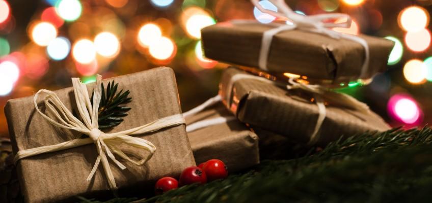 Vánoční dárky, které potěší a nezruinují vám konto