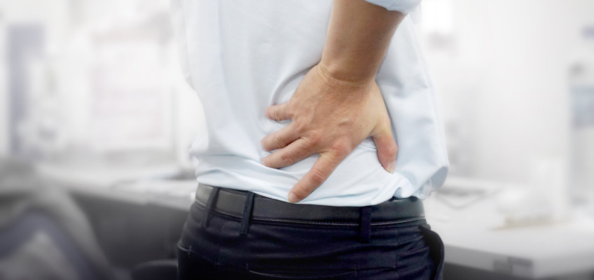 Příčinou dlouhodobé bolesti zad může být i tzv. office syndrom. Jak s ním zatočit?