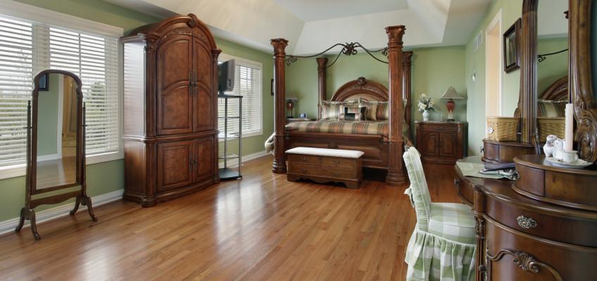Dřevěný nábytek dodává interiéru na útulnosti, jaký ale vybrat?