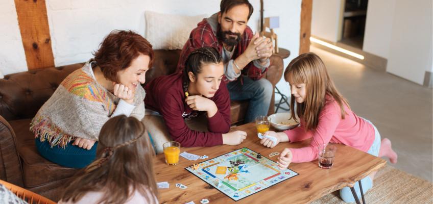 Hry dětem pomáhají v rozvoji, rodiče se jich ale musí účastnit