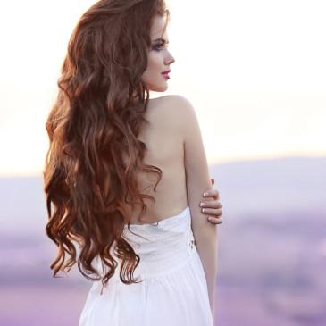 Jak dosáhnout maximální délky vlasů bez roztřepených konečků?