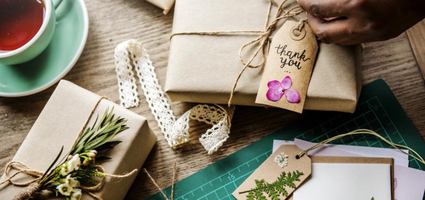 Vyhrajte si s balením dárku pro své blízké. Máme pár nápadů, jak na to
