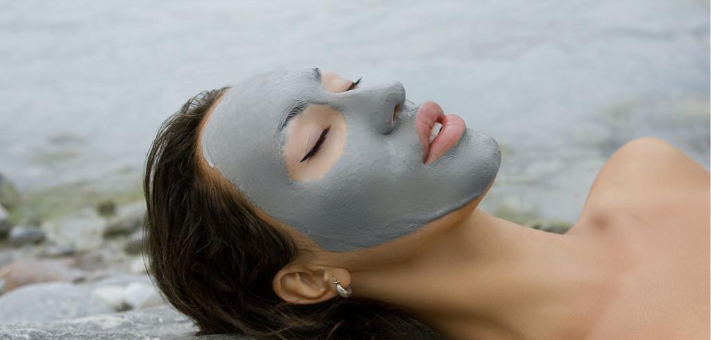 Dopřejte své pokožce extra péči v podobě minerálů z Mrtvého moře Creative Commons (shutterstock.com)