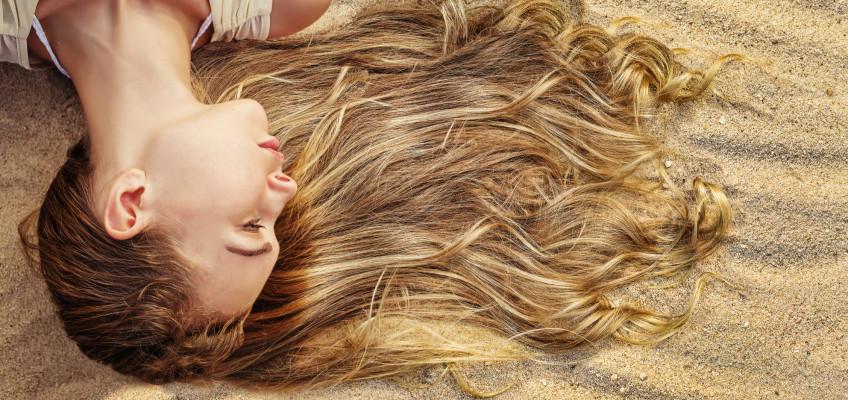 Objevte léčivé účinky Mrtvého moře pro vaše vlasy a chraňte je před spalujícím letním žárem