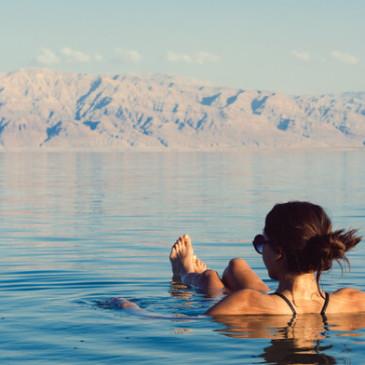 Kolagen a bahno zMrtvého moře je nejlepším přítelem pro unavenou a povadlou pleť sprvními známkami stárnutí