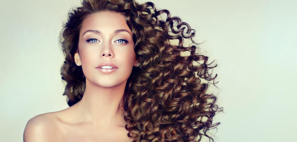 Péče o vlasy začíná u kořínků, jak na to Creative Commons (shutterstock.com)