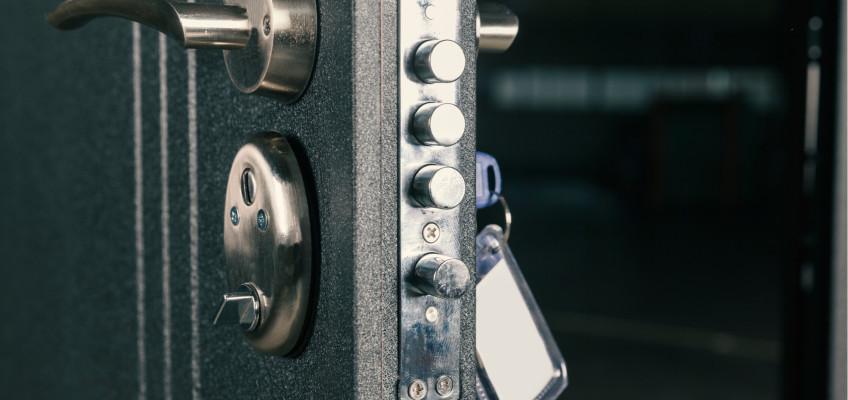 Bezpečnostní dveře by v současnosti měly být samozřejmostí. Jak je vybírat?