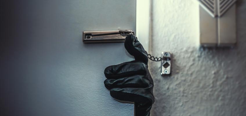 Chraňte svůj domov před nezvanými návštěvníky. Bezpečí začíná u kvalitních dveří
