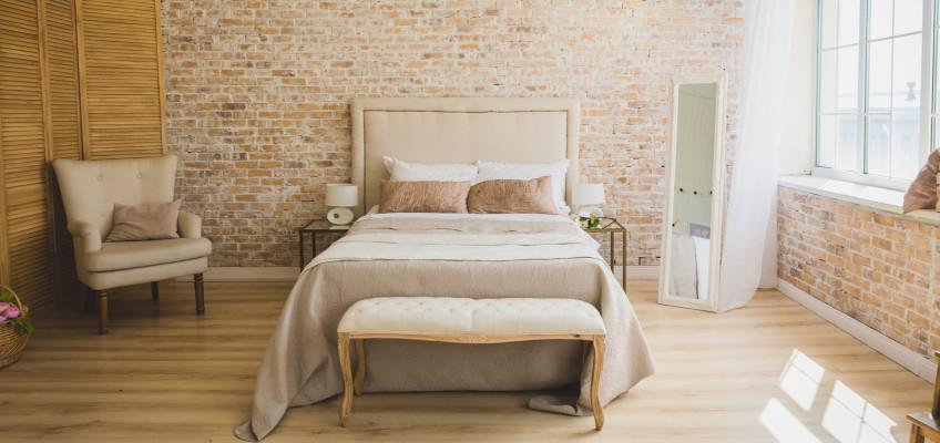 Jak si zařídit ložnici, aby se v ní dobře spalo? O své tipy se podělila interiérová designérka Anke Glut