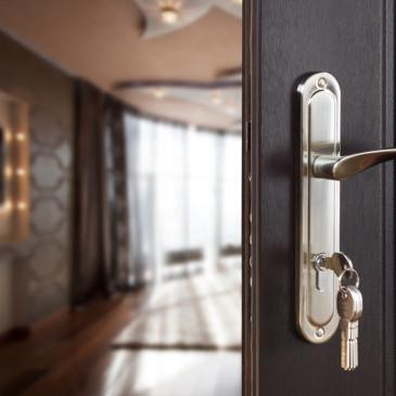 Než si pořídíte bezpečnostní dveře…