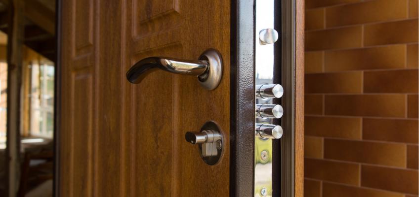 Máte v plánu pořídit si do bytu bezpečnostní dveře? Vybírejte je pečlivě