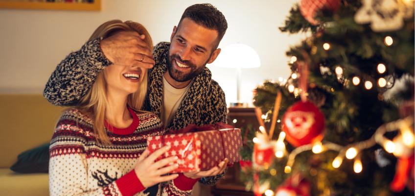 Obdarujte své blízké dárkem, který jim vykouzlí úsměv na tváři