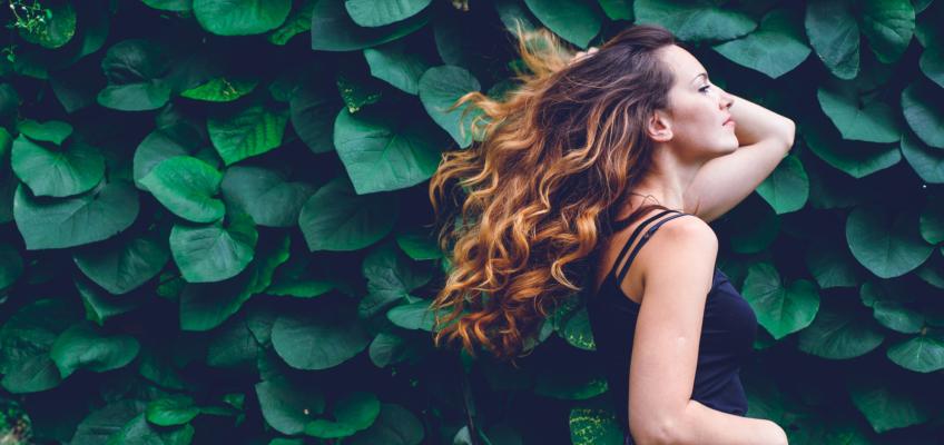 V péči o vlasy hraje nejdůležitější roli strava a kvalitní vlasová kosmetika