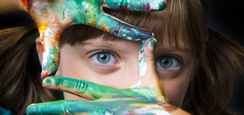 Využijte deštivé dny a vyrobte si doma s dětmi umělecký portrét