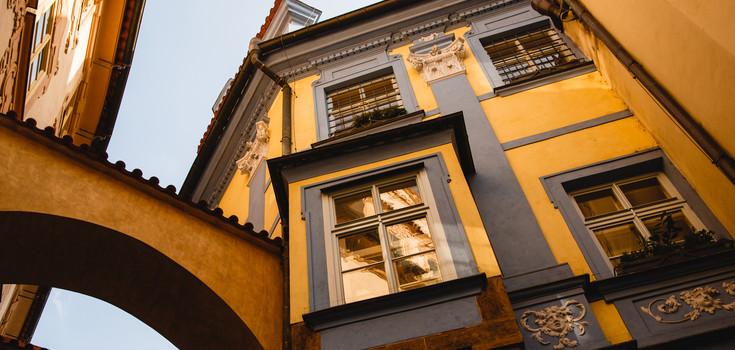 Tempo výstavby v Praze se zrychlilo, přesto ceny rostou a běžný obyvatel na byt nedosáhne