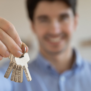 Nespolehliví nájemníci jsou pro majitele nemovitostí jako černá díra na peníze