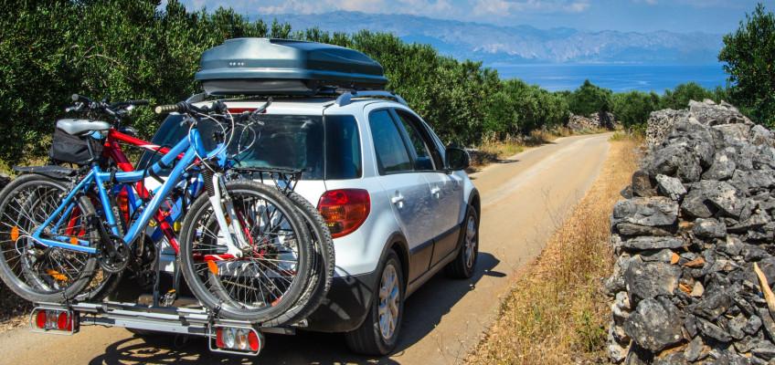 Střešní box podstatně usnadní cestování autem. Jak ho vybrat?